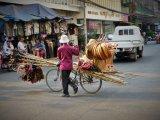 http://www.fou-de-voyage.com/photo/concours/20190503453-vendeur-de-rue.jpg