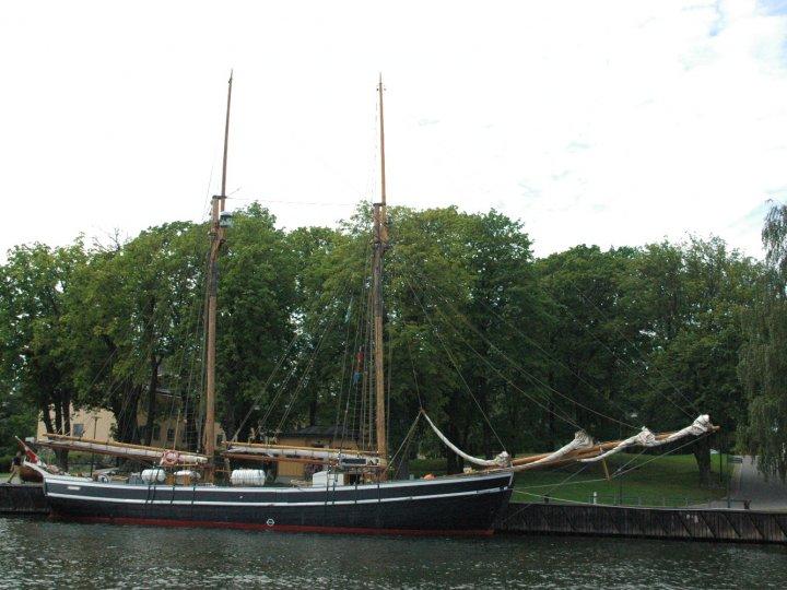 photo de voyage en su de n 60 de tr s beaux anciens bateaux sont quai un peu partout le long. Black Bedroom Furniture Sets. Home Design Ideas