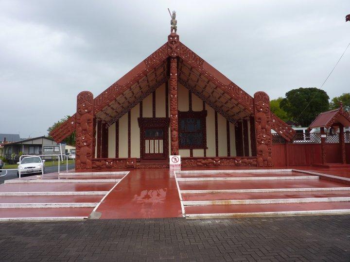 photo de r sident en nouvelle z lande n 19 maison maori au village de la communaut maori de. Black Bedroom Furniture Sets. Home Design Ideas